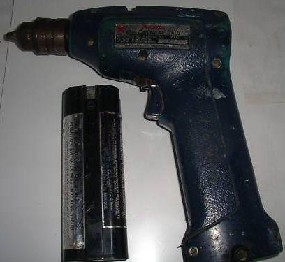 Один из первых аккумуляторных шуруповертов начала 80-х годов
