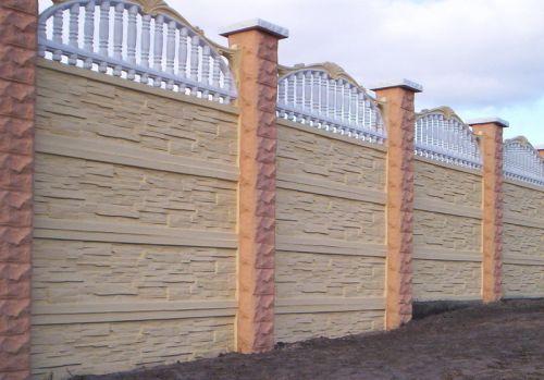 Забор из бетонных панелей с отделкой под камень