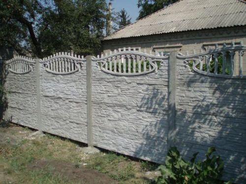 Забор из бетонных панелей