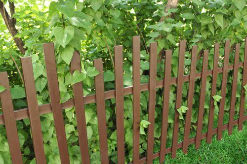 Забор из пластикового (ПВХ) штакетника