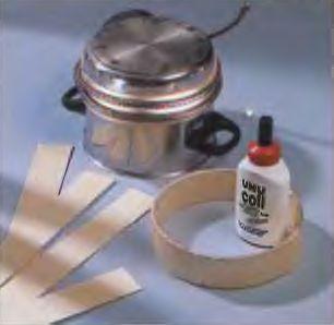 Для склеивания конструкции цилиндра из фанеры используется круглая основа