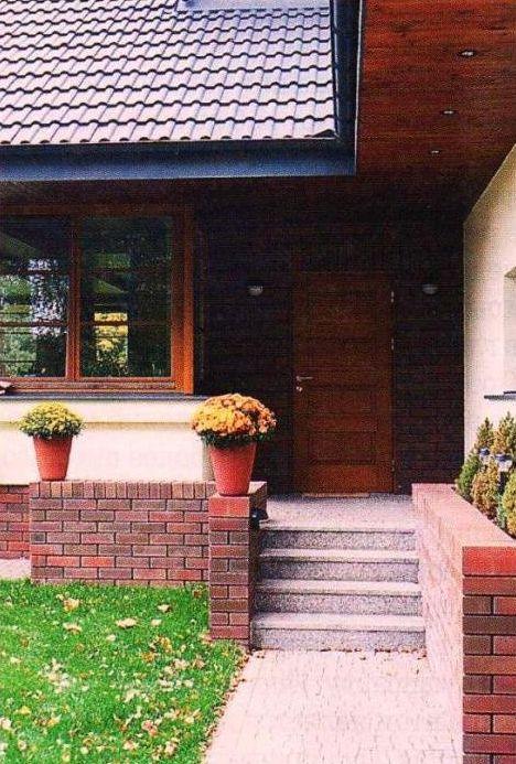Крыльцо и вход в дом