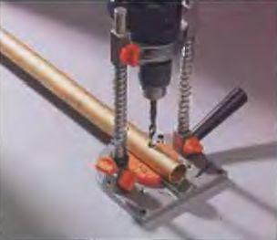 Поперечное сверление различных металлических или пластмассовых трубок происходит строго по центру