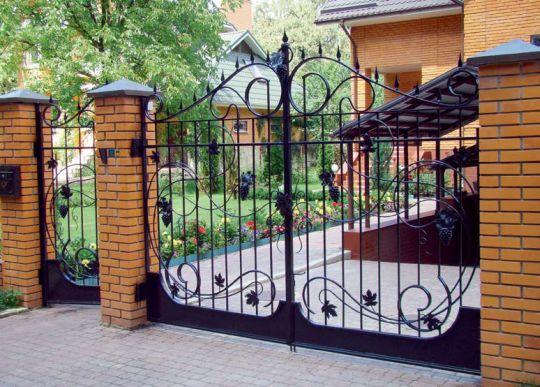 Ограждения, изгороди и заборы для частного дома