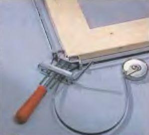 Для создания сильного сжатия есть устройство со стальной лентой
