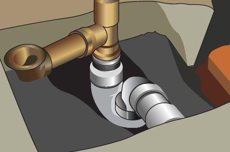Установленный тройник для сливной системы ванной