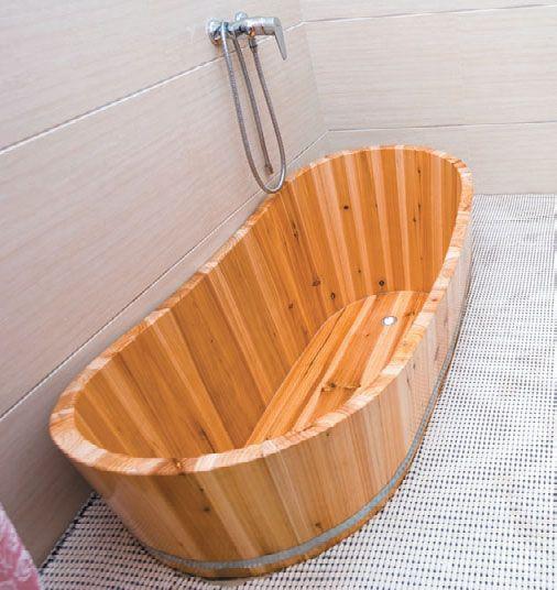 Оригинальная ванна из дерева