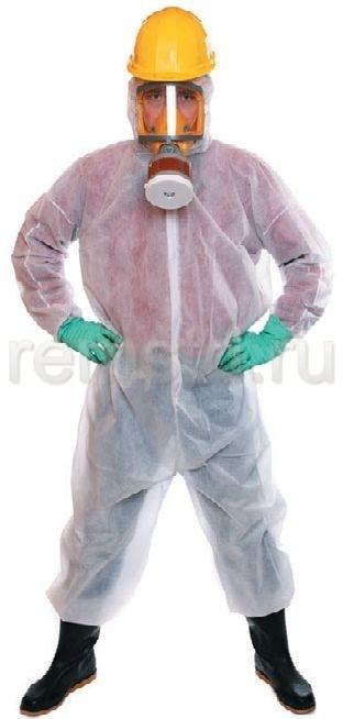 При работе с химикатами обязательны специальная одежда и респиратор