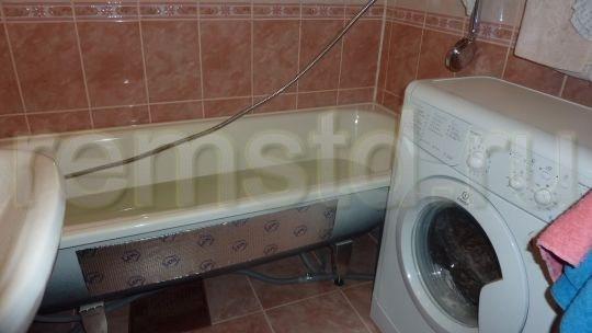 На стенки ванной наклеили звукопоглощающую пленку