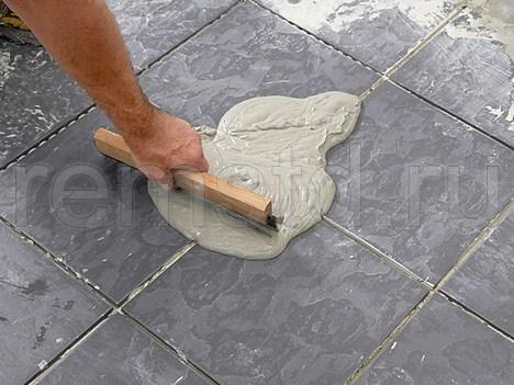 Укладка напольной плитки на клей