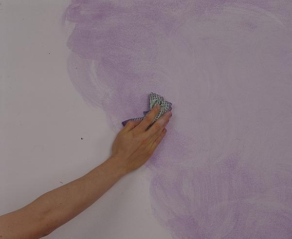 Декоративная отделка стен — сила фиолетового