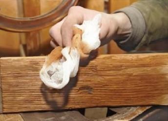 Состаривание древесины брашированием