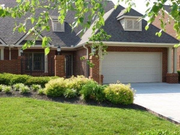Встроенный или пристроенный гараж с подъемными воротами