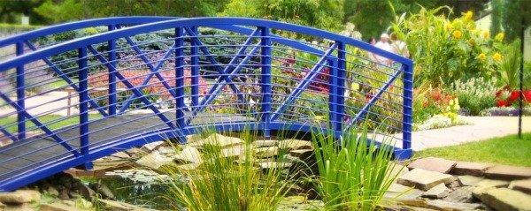 Строительство мостика в саду