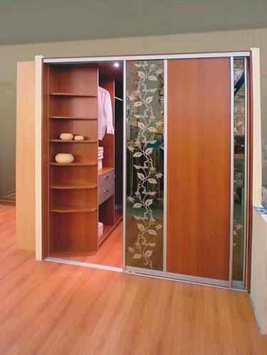 Раздвижные двери гардеробной комнаты