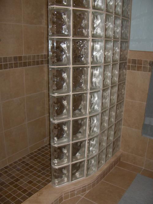 Перегородка из стеклоблоков на специальной модульной решётке