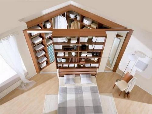 Раздвижные двери угловой гардеробной комнаты