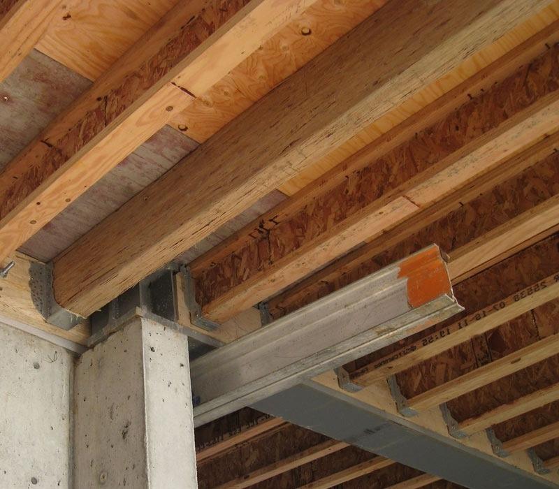 Открытое крепление деревянных балок