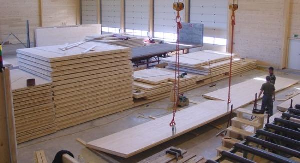 Изготовление домокомплекта из клееных панелей на заводе