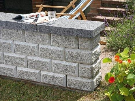 Отдельностоящая каменная стенка