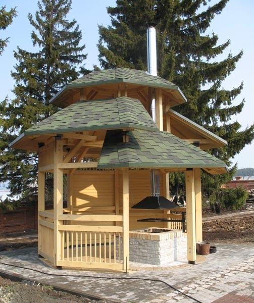 Беседка с трехярусной крышей