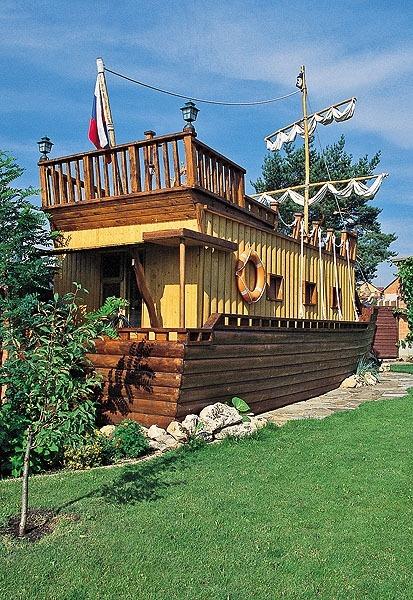 Корабль из обычной бытовки