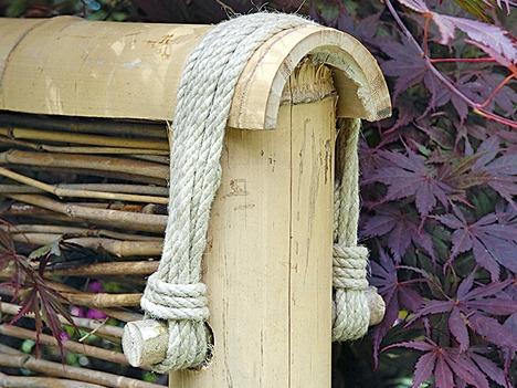 Крепление элементов бамбукового забора