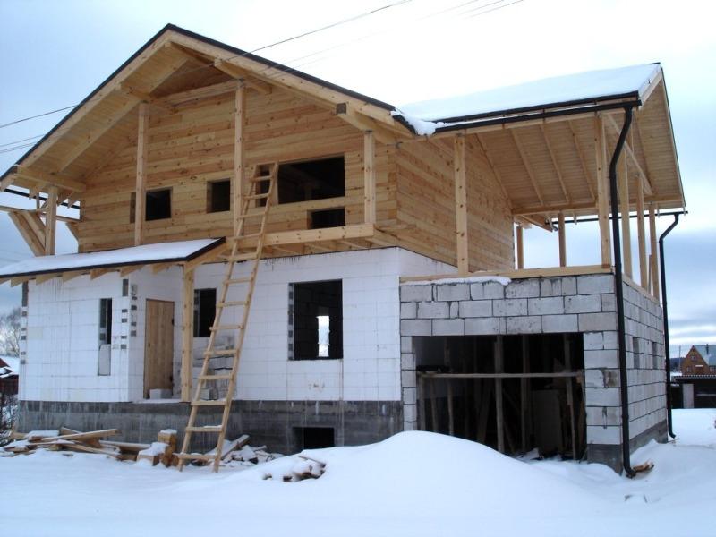 Комбинированный дом. Первый этаж из пенобетонных блоков