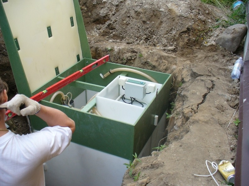 Монтаж станции глубокой биологической очистки Дека