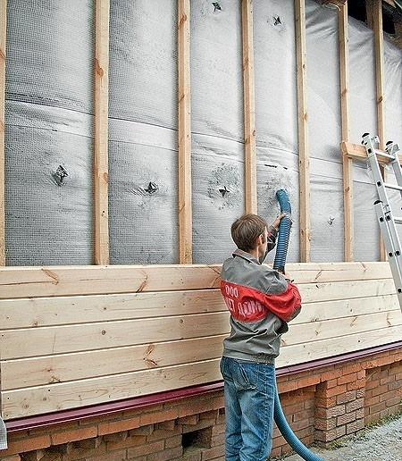 Утепление деревянного дома эковатой