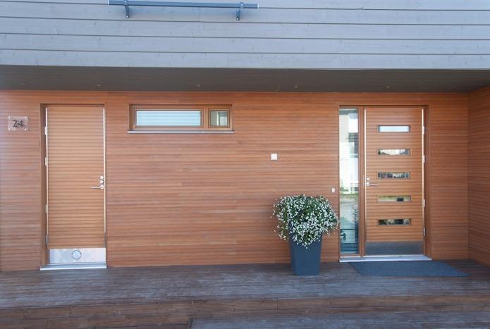 Входная деревянная дверь от компании Kaskipuu Oy