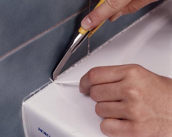 Как удалить старый герметик и нанести новый
