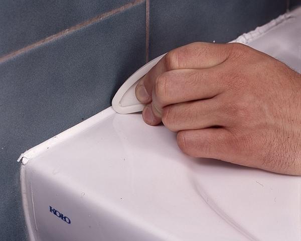 Пластиковый шпатель для нанесения герметика