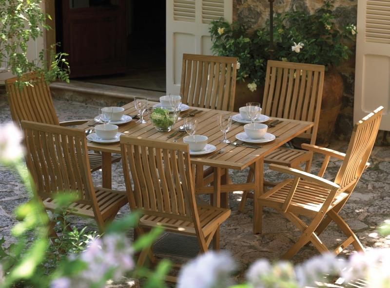 Комплект деревянной садовой мебели от компании Gloster, Bristol