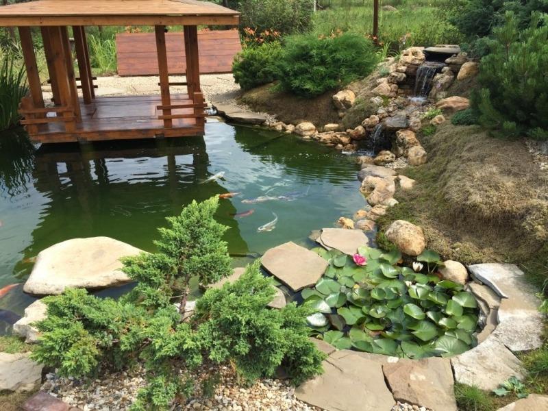 Садовый пруд, декоративный ручей и каскадный водопад