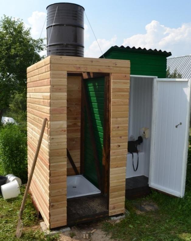 Уличный дачный душ и туалет