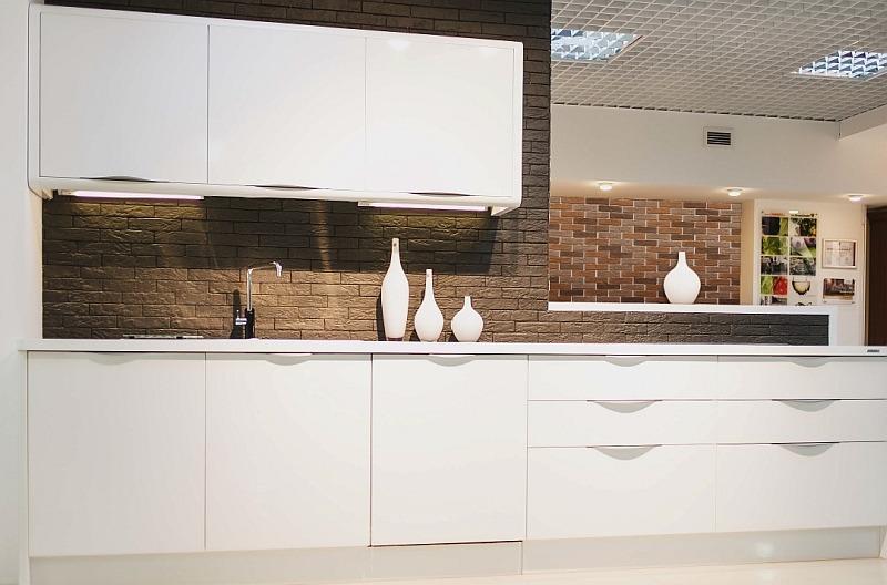 Глянцевые фасады для кухни Rehau Brilliant