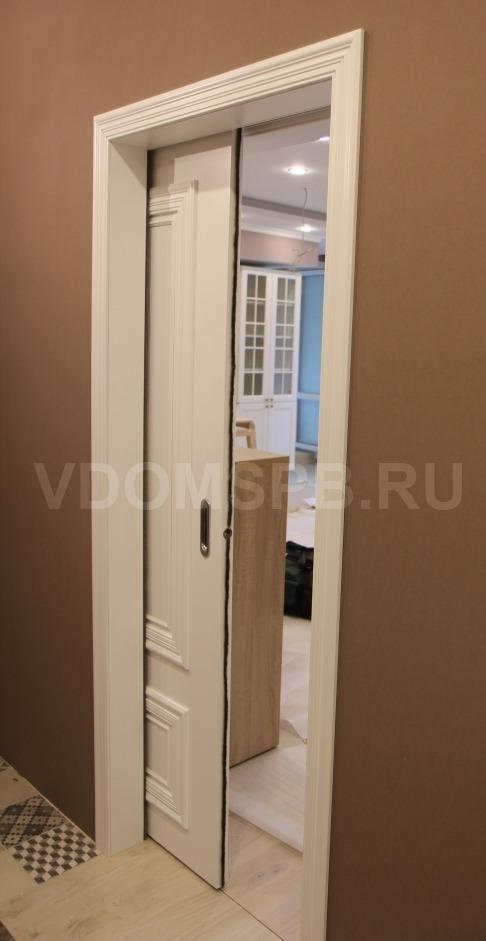 Раздвижная дверь в пенале в стене