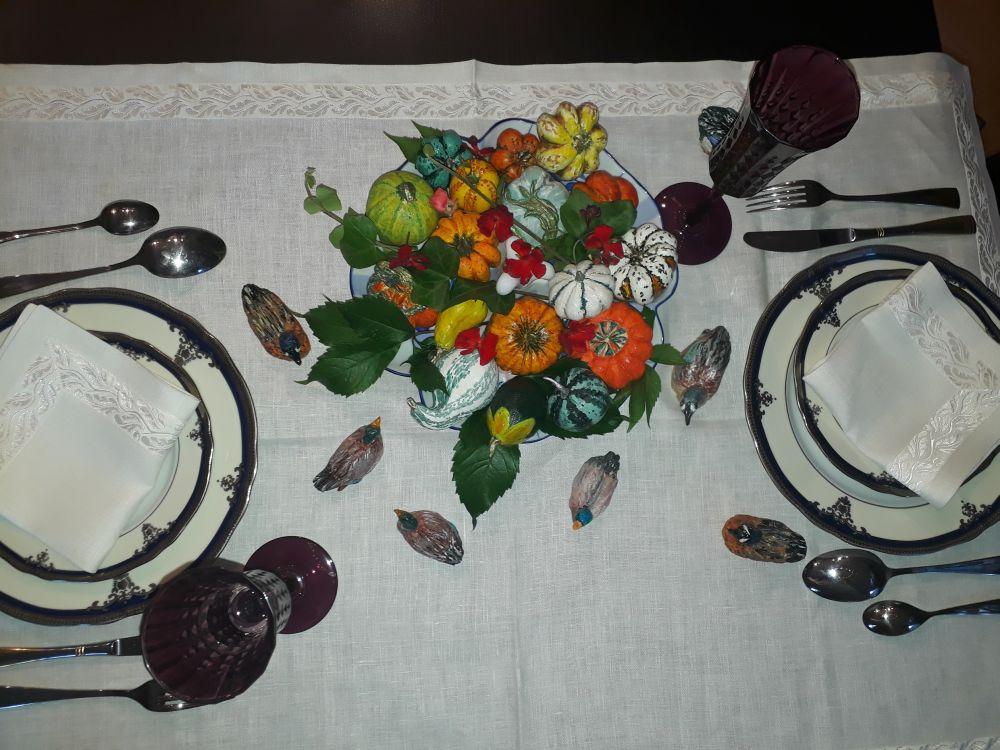 Сервировка стола. Декоративная композиция с тыквами