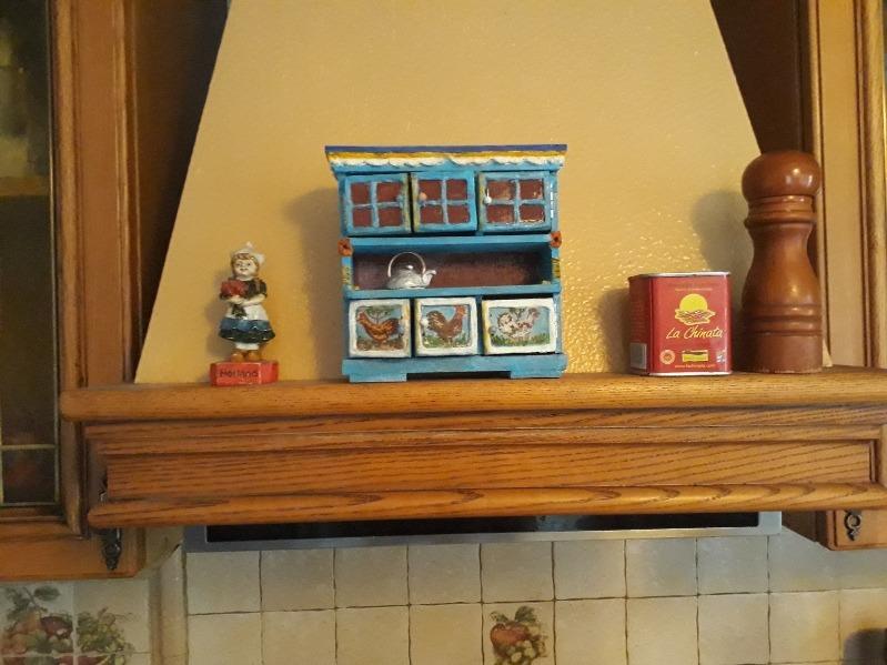 Фото 2. Интерьерные находки для украшения кухонной вытяжки