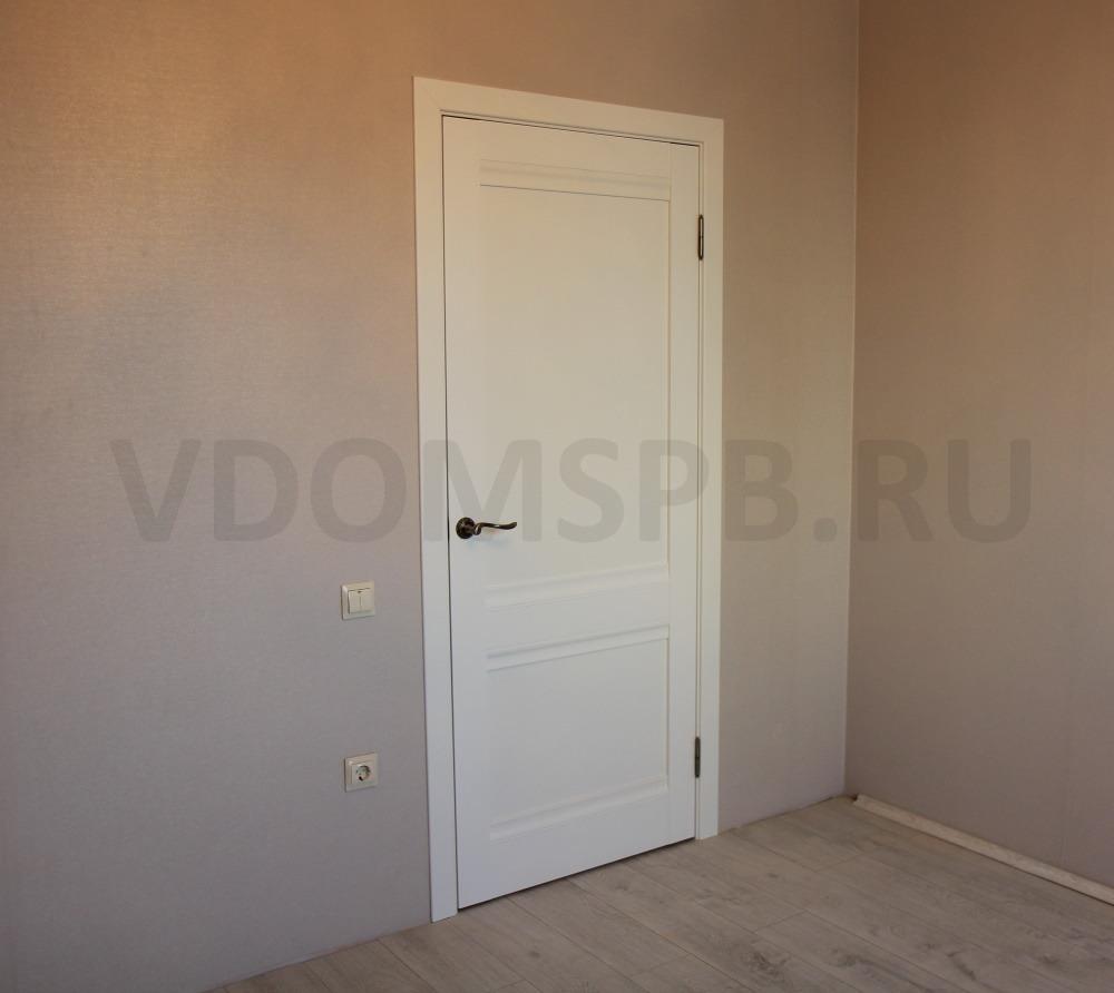 Классическая царговая дверь с отделкой белой ПВХ плёнкой